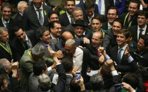 602987-970x600-1-300x186 Tiririca esteve no hotel de Lula antes de votar a favor do impeachment