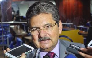 """adriano-galdino-800x500-300x188 Galdino não vai se licenciar para disputar PMCG: """"Me viro nos 30"""""""