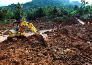 Inundações e deslizamentos deixam dezenas de mortos 7
