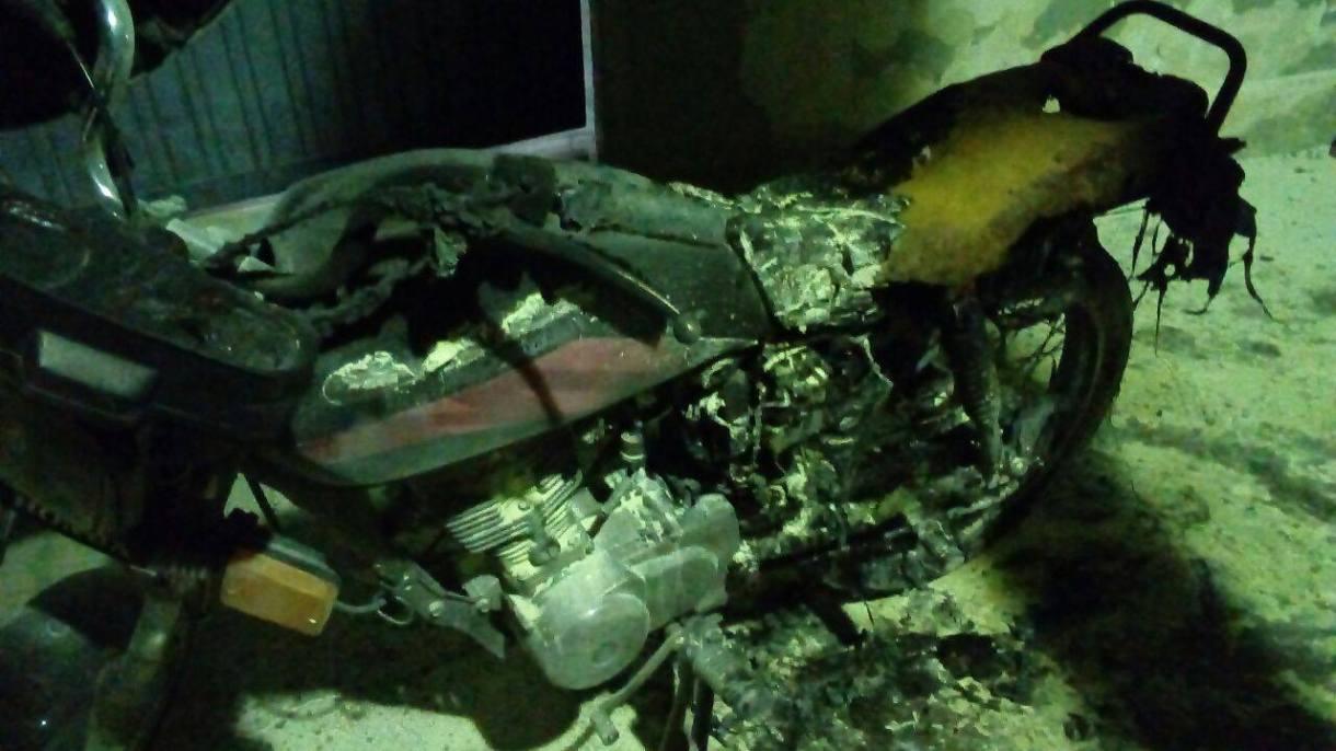 13838559_10207346287478557_524922204_o Homem ateia fogo à própria moto emfrente a cadeia publica de Monteiro