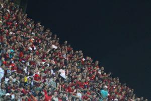 20160727163401_0-1-300x200 Flamengo encara o Atlético-PR de olho na liderança