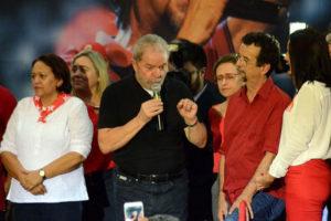lula-300x200 'Se pensam que vão acabar comigo, estão enganados', diz Lula