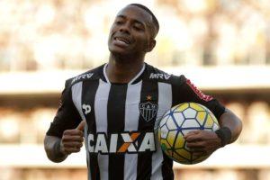 santosdanielvorleyagifgp2-300x200 Santos anula Robinho em volta à Vila e faz 3 no Atlético-MG