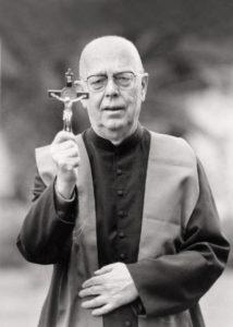 padre-gabriele-amorth-um-dos-maiores-exorcistas-italianos-1474109040255_300x420-214x300 Morre padre Gabriele Amorth, conhecido como exorcista mais famoso do mundo
