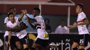32_DRtwDsZ-300x169 De virada, São Paulo bate Fluminense, se afasta do Z-4 e tira o rival do G-6