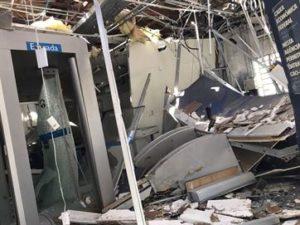 17085036280003622710000-300x225 Grupo explode banco e atira em casa, fiteiro e destacamento da Polícia Militar