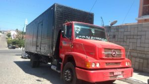 caminhao_assalto-300x169 Caminhão com roupas é tomado por assalto em Pernambuco e abandonado em cidade do cariri