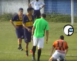 11-310x245-300x237 Árbitro apita jogo bêbado, cai, agride jogador e sai preso na Argentina