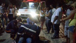 15322328_10208432679917689_1567791673_o-300x169 Jovem perde controle de moto e fica ferido em Monteiro