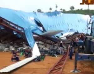 NIGERIA-CHURCH_-GOK31MV6P.1-310x245-300x237 Teto de igreja desaba e mata 160 na Nigéria; nº seria muito maior