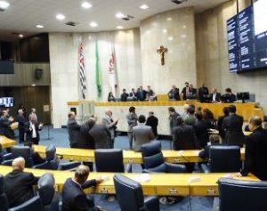Vereaores-310x245-300x237 Vereadores ingnoram protestos e aumentam próprio salário em SP