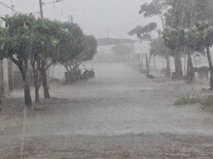 chuva-21-300x225-300x225 Verão deve ter chuvas dentro da média no Cariri, Curimaraú e Sertão, diz AESA