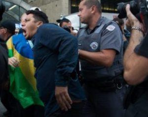 protestao-310x245-300x237 STJ decide que desacato a autoridade não é mais crime