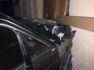 carro_sjc-300x225-300x225 Motorista visivelmente embriagado quase entra em uma casa no centro de São João do Cariri