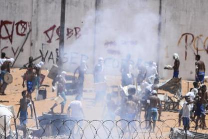 dententos_entram_em_confronto_em_alcacuz Organizações pedem ao governo acesso a informações e ao presídio de Alcaçuz
