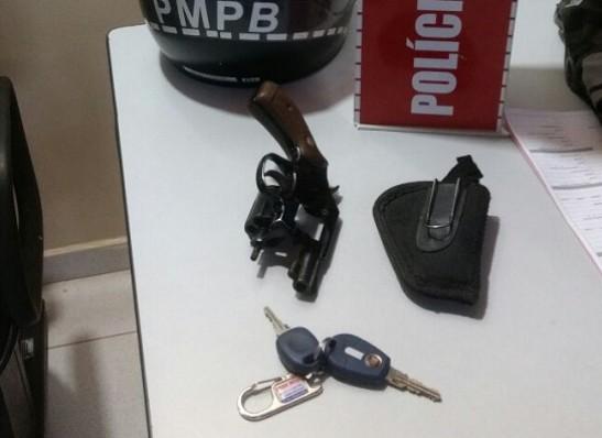 timthumb-1-5 Polícia prende homem com revólver escondido no carro, em Monteiro