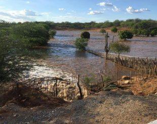 Transposição-1-310x245 Cerca de 60 famílias são removidas após vazamento em barragem da Transposição na divisa PE/PB