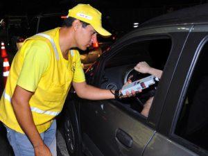 blitz-lei-seca_fotos-roberto-guedes-40-300x225 Lei Seca flagra 50 motoristas alcoolizados na PB, durante Carnaval