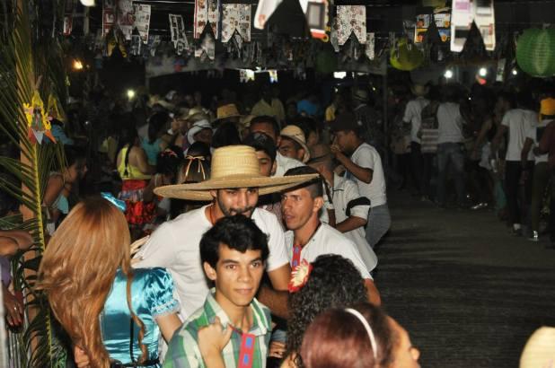 OPIPOCO mostra como foi a primeira noite do festival de quadrilhas em Monteiro. Confira Imagens 14