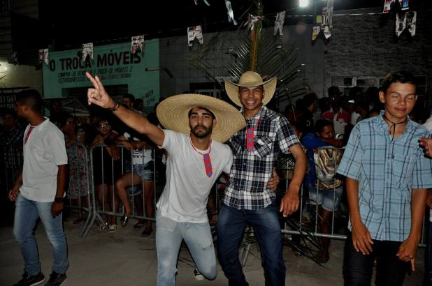 OPIPOCO mostra como foi a primeira noite do festival de quadrilhas em Monteiro. Confira Imagens 33