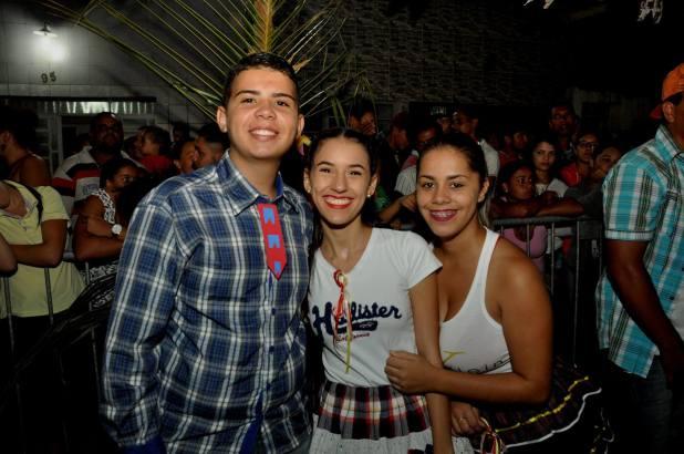 OPIPOCO mostra como foi a primeira noite do festival de quadrilhas em Monteiro. Confira Imagens 38