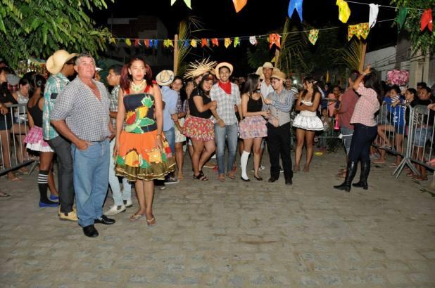 OPIPOCO mostra como foi a Segunda noite do festival de quadrilhas em Monteiro. Confira Imagens 24
