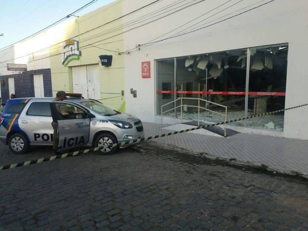 Exclusivo: Três suspeitos de explodirem caixa eletrônico em Sertânia são presos em Monteiro 4