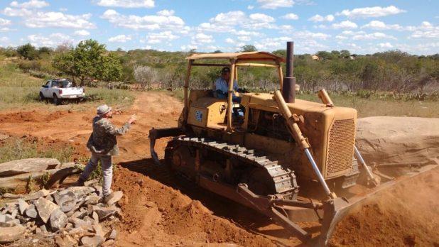 estrada-amparo-sume.jpg-recuperação-1024x576 Vereadores do Município de Amparo Acompanham início das Obras de Recuperação da Estrada que liga os municípios, AMPARO/SUMÉ.
