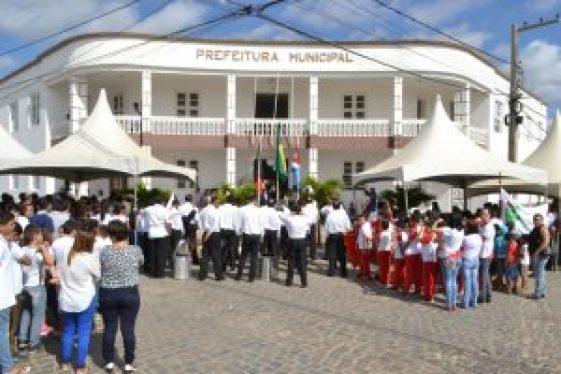 DSC_0049-300x200 Anna Lorena abre oficialmente Semana da Pátria com hasteamento das bandeiras