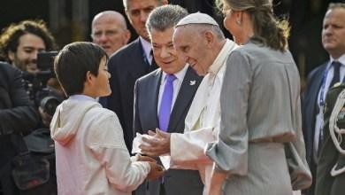 Mediador da paz entre governo e Farc, papa Francisco chega à Colômbia 8