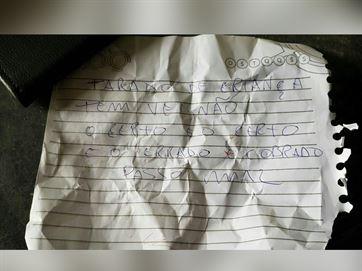 17894236280003622710000 Homem é morto a tiros em JP e polícia acha bilhete: 'tarado de criança'