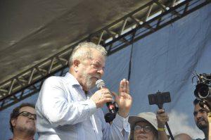 21078517_1357692154343580_7470278717235248507_n-300x199-300x199 Eleições: Lula se mantém como favorito para presidente
