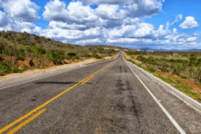 Estrada-300x200 Acidente deixa vítima fatal no Cariri