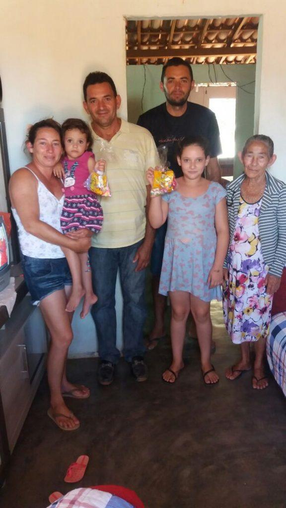 ce9941b9-e936-41b7-b7e9-ba74d4c61de9-576x1024 Em comemoração ao dia das crianças, Vereador VALDO CACHIADO distribuiu balas, pipocas, pirulitos, chocolates e lembrancinhas para as crianças em Amparo