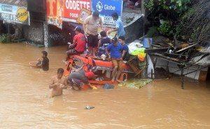 2017-12-23t060113z-1897112748-rc117cb66760-rtrmadp-3-philippines-landslide-300x185 Tempestade deixa mais de 130 pessoas mortas