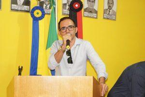 adrianowolf-300x200 Prefeito de São Sebastião do Umbuzeiro usa casa de apoio como residência própria e multiplica a contratação de apadrinhados políticos.