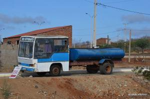 Cariri: agricultor transforma ônibus em carro-pipa 2