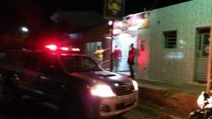 asalto-padaria-mobnteiro-03-300x169 Exclusivo: Câmeras flagram assalto à mão armada em padaria de Monteiro