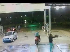 assalto-a-posto-de-combustivel-300x225 Vídeo mostra ação de bandidos assaltando Posto de Combustíveis com Metralhadora em Monteiro.
