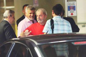 lula-preso-300x200 TRF-4 recebe petição para que Lula entregue passaporte