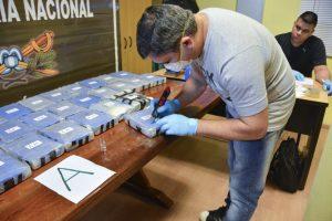 000-10v7iq-1--300x200 Operação aprende cerca de 400 kg de cocaína