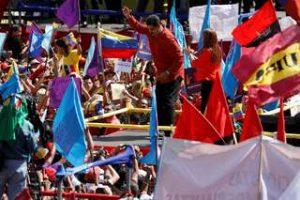 2018-02-27T215118Z_1_LYNXNPEE1Q1W4_RTROPTP_4_VENEZUELA-MADURO-CANDIDATURA-300x200 Maduro dança e lança candidatura à reeleição na Venezuela