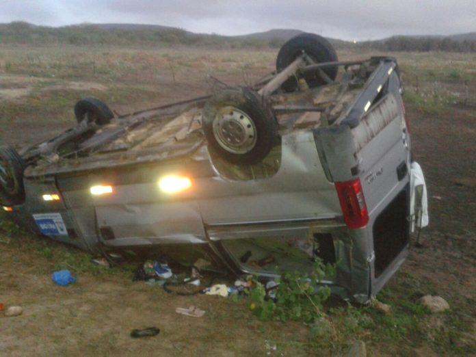acidente-patos-696x522-1 Van capota e deixa 12 pessoas feridas no Sertão