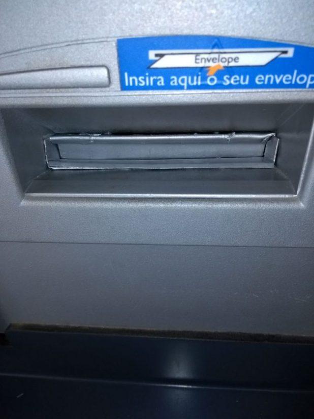 caixa-monteiro02-768x1024 Clientes encontram 'chupa-cabras' em caixa eletrônico em Monteiro.