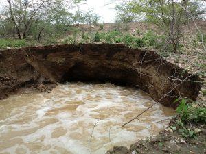 20180303_114948-300x225 Chuvas provocam rompimento de mais uma barragem em São Sebastião do Umbuzeiro