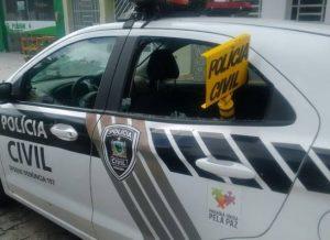 timthumb-14-1-300x218 Viatura Da Polícia Civil é alvo de vandalismo em Serra Branca