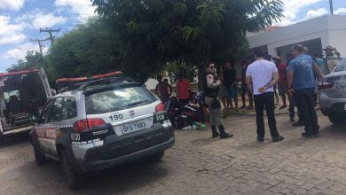 Batida envolvendo carro e moto deixa mãe e filha feridas em Monteiro 3