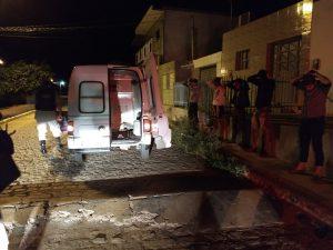 ambulancia-com-bandidos-300x225 Polícia prende suspeitos de integrar quadrilha de roubo de cargas no Cariri em uma Ambulância