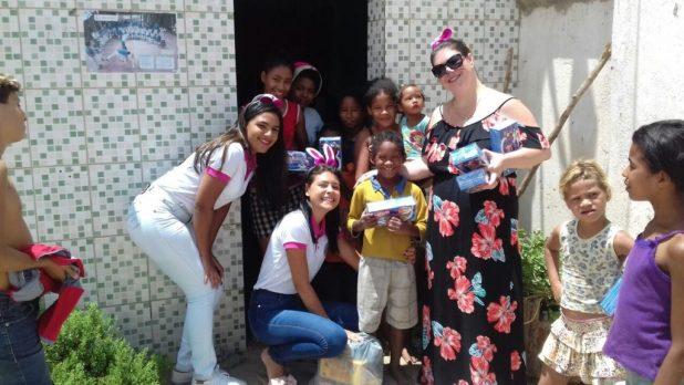 """galega-1024x576 """"A Galega"""" Andreia Viana realiza distribuição de chocolate no domingo de páscoa em Monteiro"""
