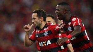fla-300x169 Fla sofre, vence o Emelec e está nas oitavas da Libertadores